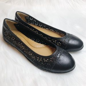Softspots Carajean Black Leather Flats